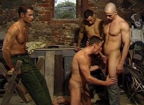 l7598-cazzo-gay-sex-porn-hardcore-made-in-berlin-cazzo-flucht-in-ketten-009