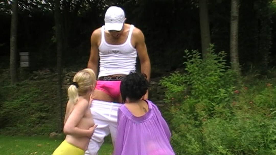 Malik TN enculé par 2 lesbiennes