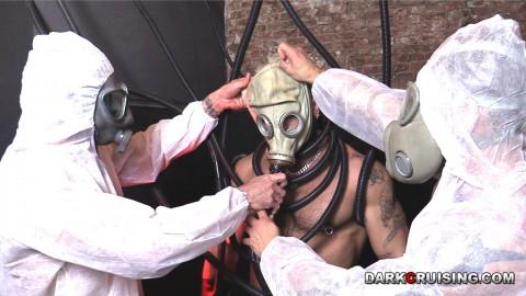 10gay-vice-fetish-masque-gaz-110