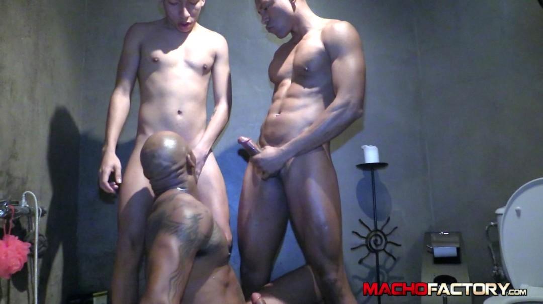 bathroom-heavy-fuck-macho3