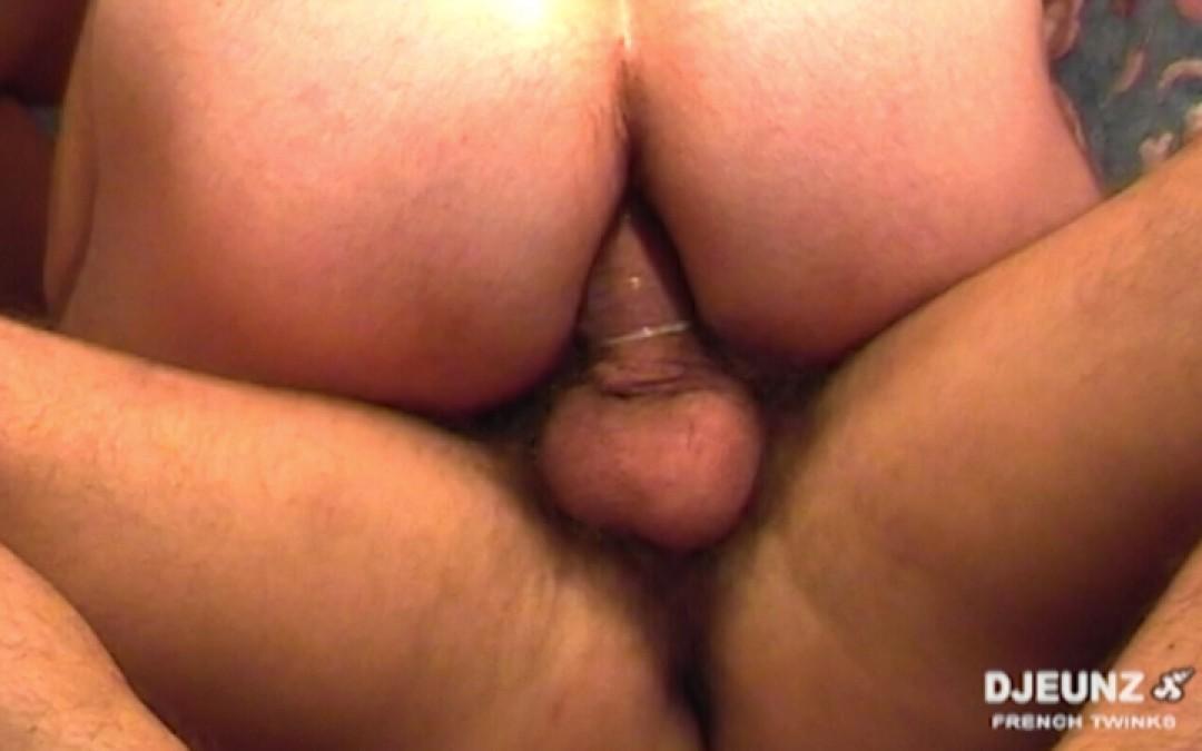 3 minets en couple baisent sans relâche