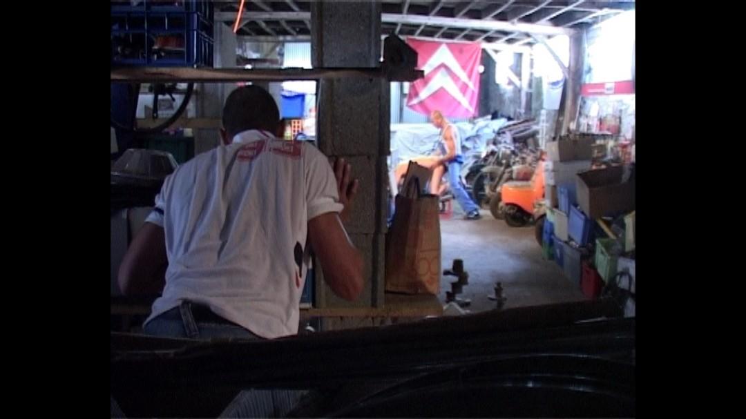 Enculé par le garagiste