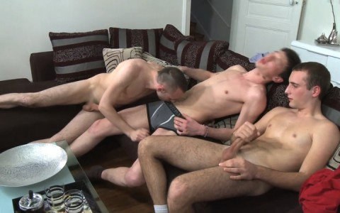 l11704-berryboys-gay-sex-porn-hardcore-videos-twinks-minets-jeunes-mecs-french-made-in-france-004