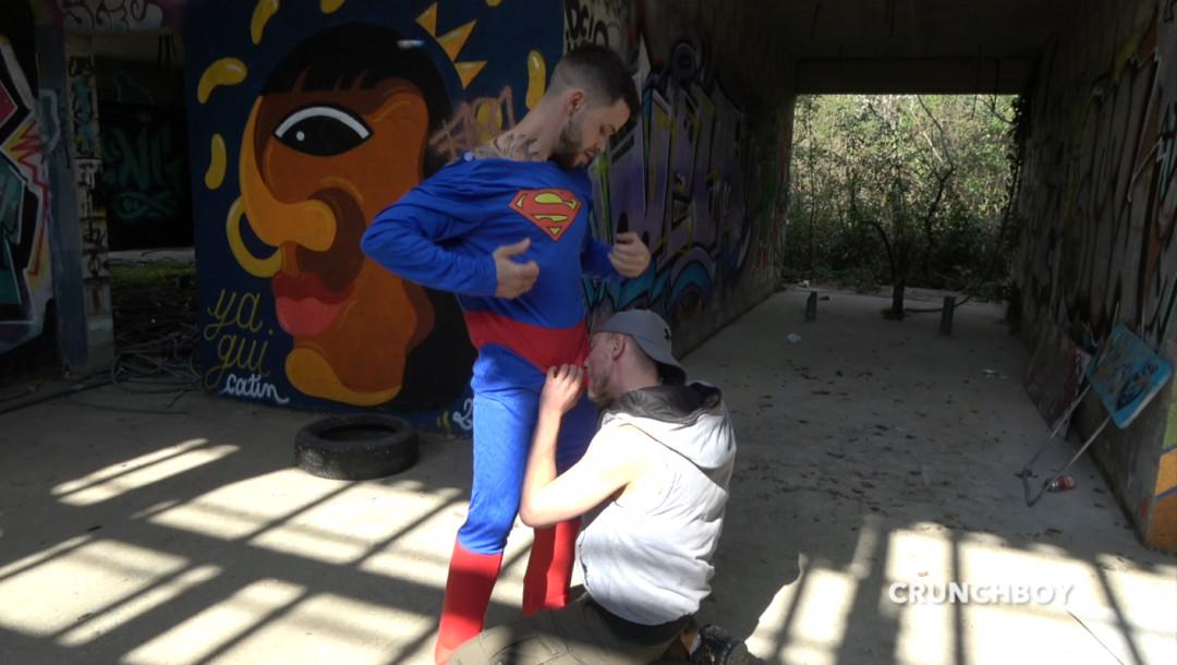 Incroyable, James KAMUI Baisé par le vrai Superman
