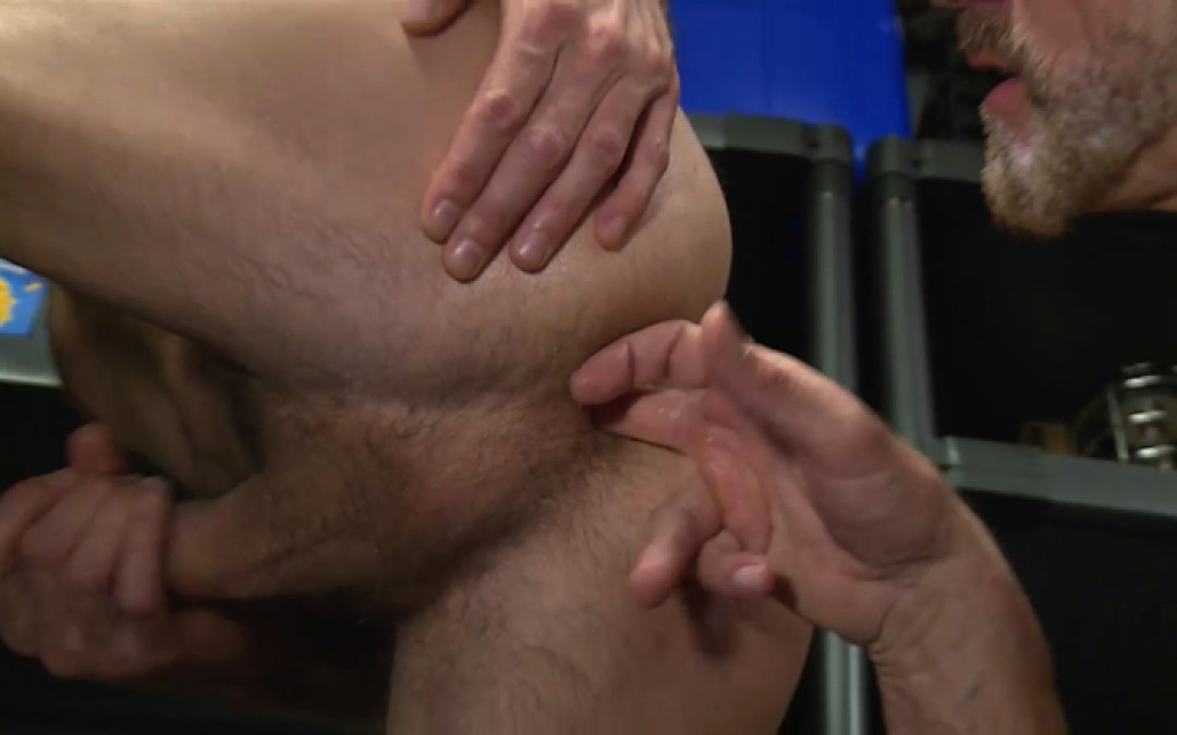 Need to play with vicious gay daddy top