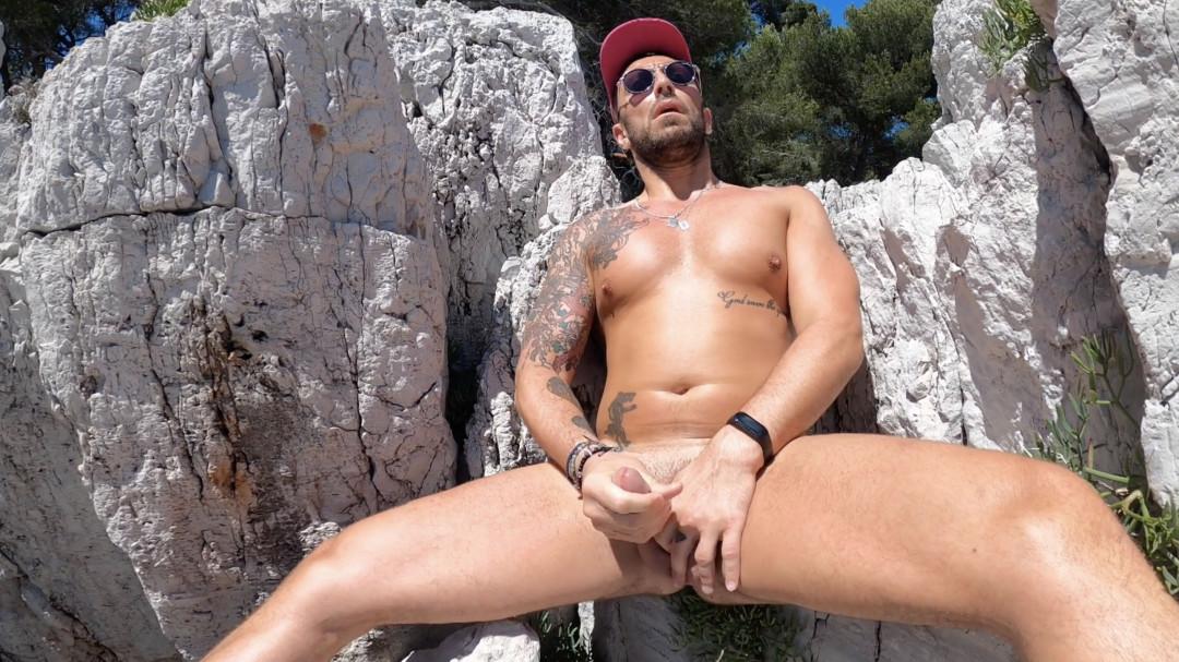 Branlette dans les roches pour Mathieu Ferhati