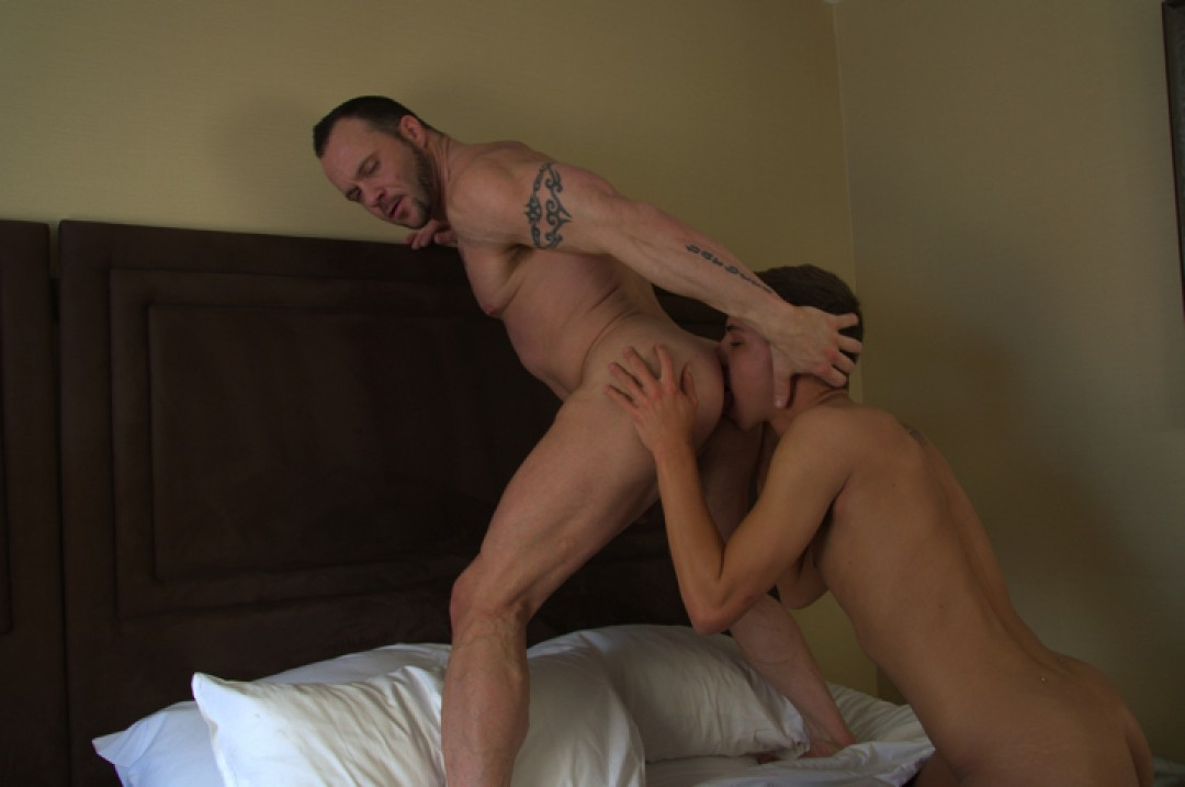 Daddy Drew Loves Big Dicked Boys!