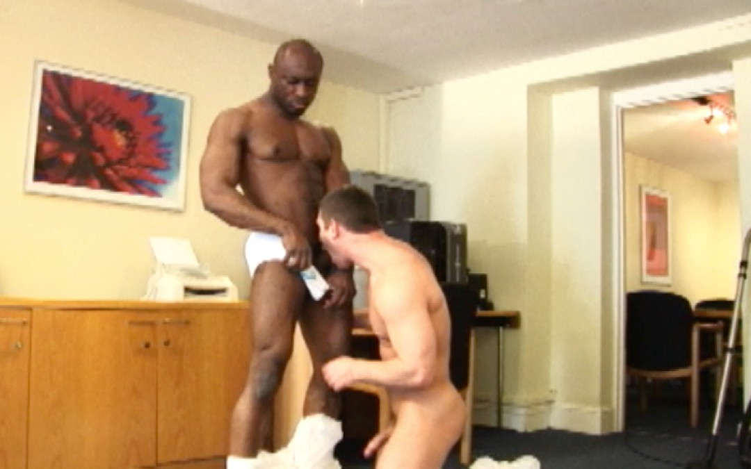 Big black ass to fuck in the office