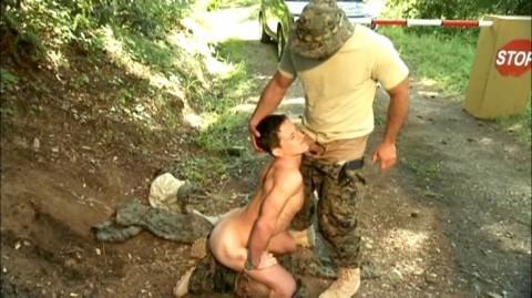 L5715 JNRC titan gay sex militaires 02