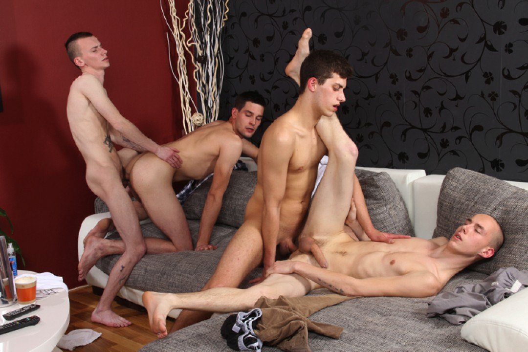 Everyone Fucks Everyone - Bareback 4-Way Gangbang