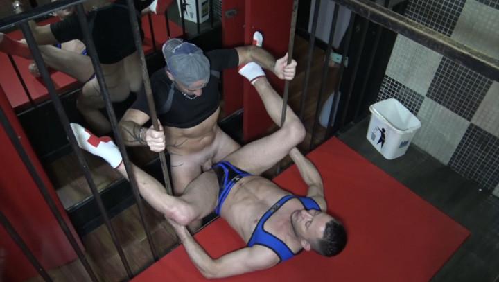 Vincent kiffe les glory holes du IDM Sauna puis se fait doser