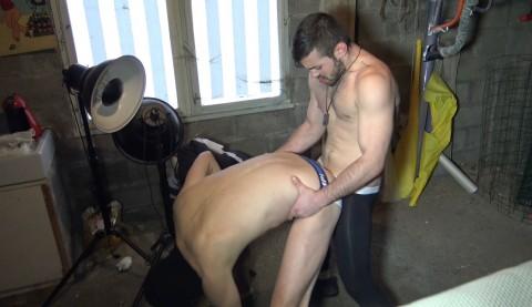 Un mec anonyme XXL se fait défoncer par Ricky BLUE