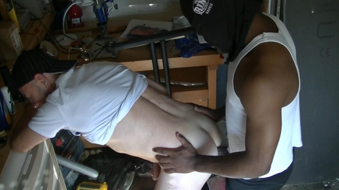 Un black hétéro avec une très grosse queue
