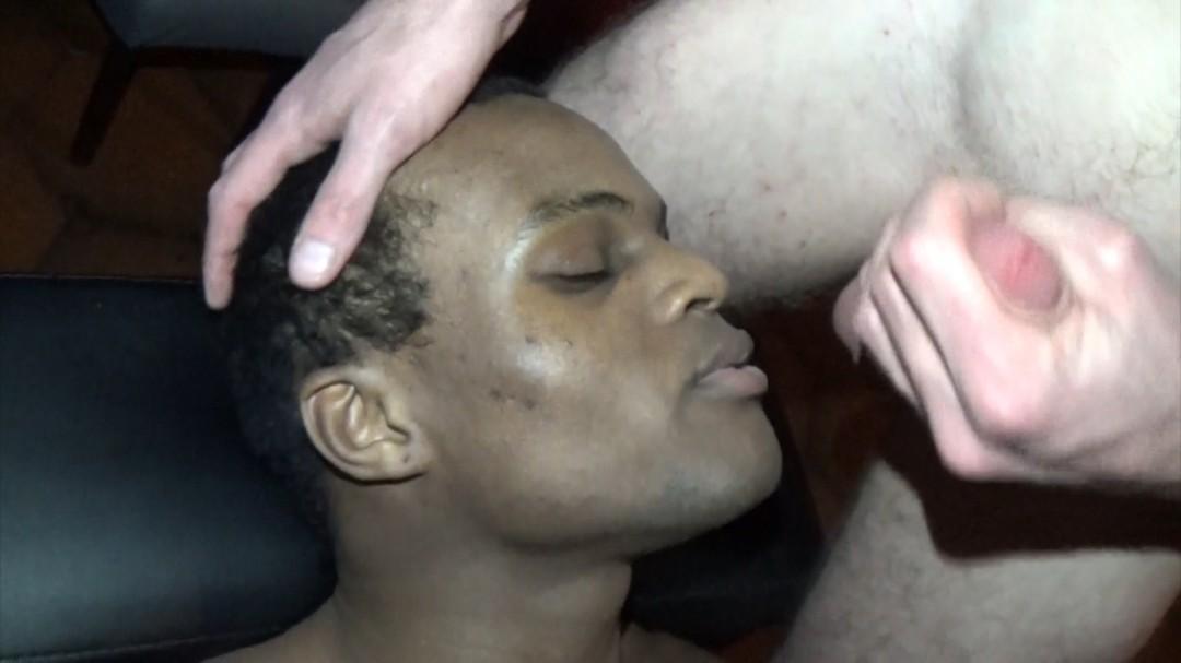Le casting porno d'un jeune black par SmokeBoy
