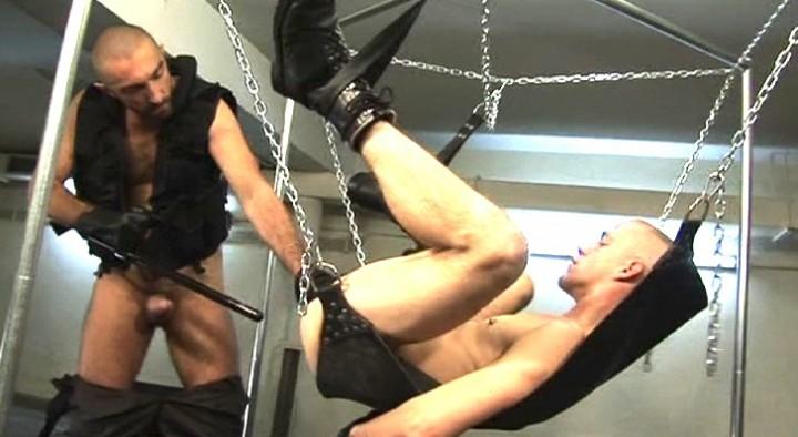Des chaines, des cordes et du cuir