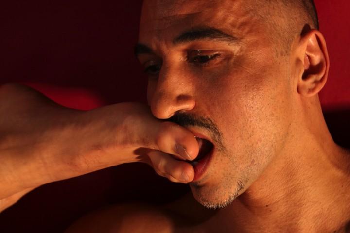 Schwuler Muskel und Gehorsam