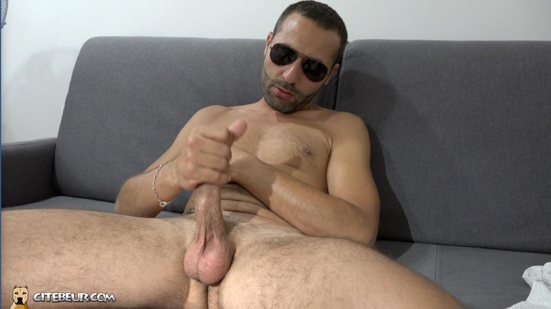 beur gay branle sa grosse bite arabe