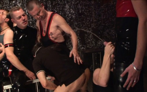 l13045-darkcruising-gay-sex-porn-hardcore-videos-hard-fetish-bdsm-berlin-kinky-002