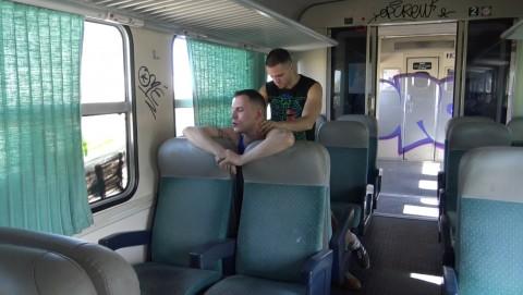 baisé par un hétéro dans un train pendant les greves