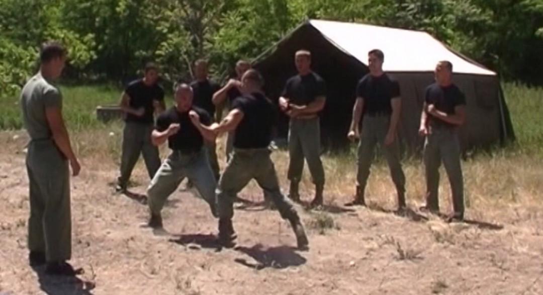 Baiser le plus beau gay militaire de la base