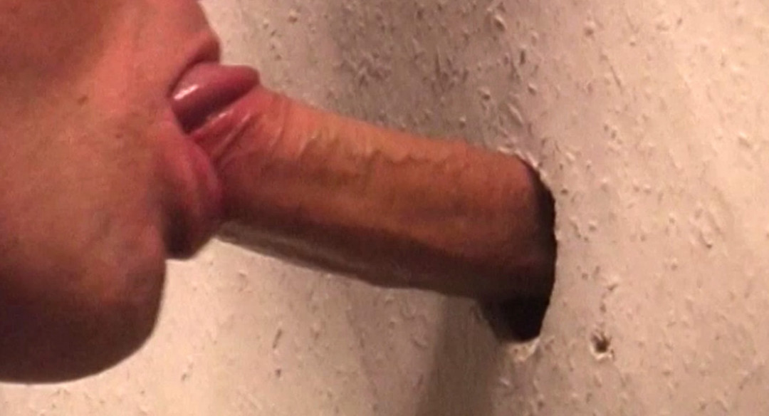 A prison guard addicted to gay cock