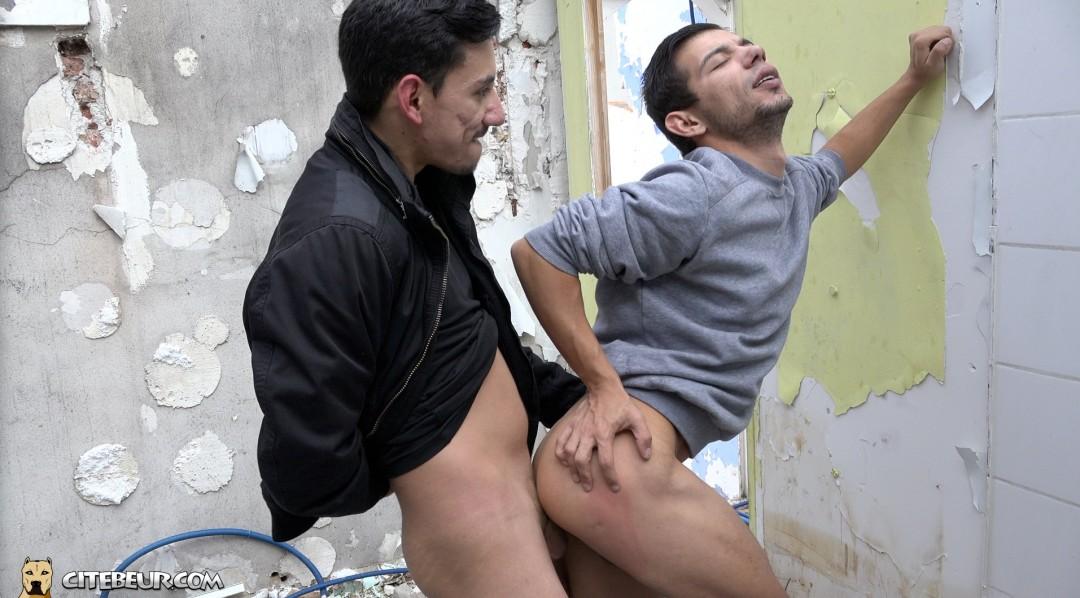 Outdoors sex in gay cruising ara near Paris