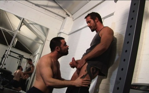 l7303-gay-sex-porn-hardcore-alphamales-out-on-the-hit-001