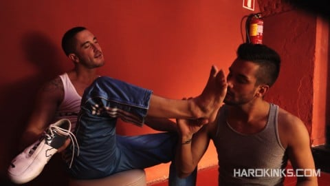 dark-cruising-hard-kinks-gay-porn-hardcore-videos-made-in-spain-bdsm-macho-kinky-bondage-fetish-28