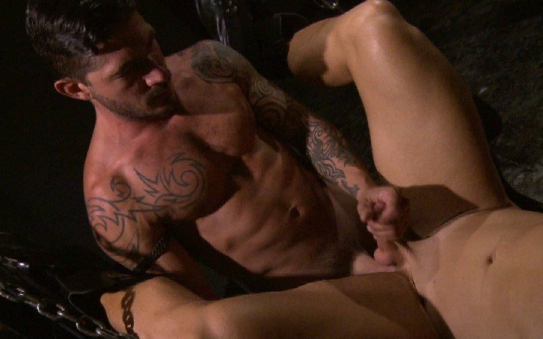 Muscle whore for hung master