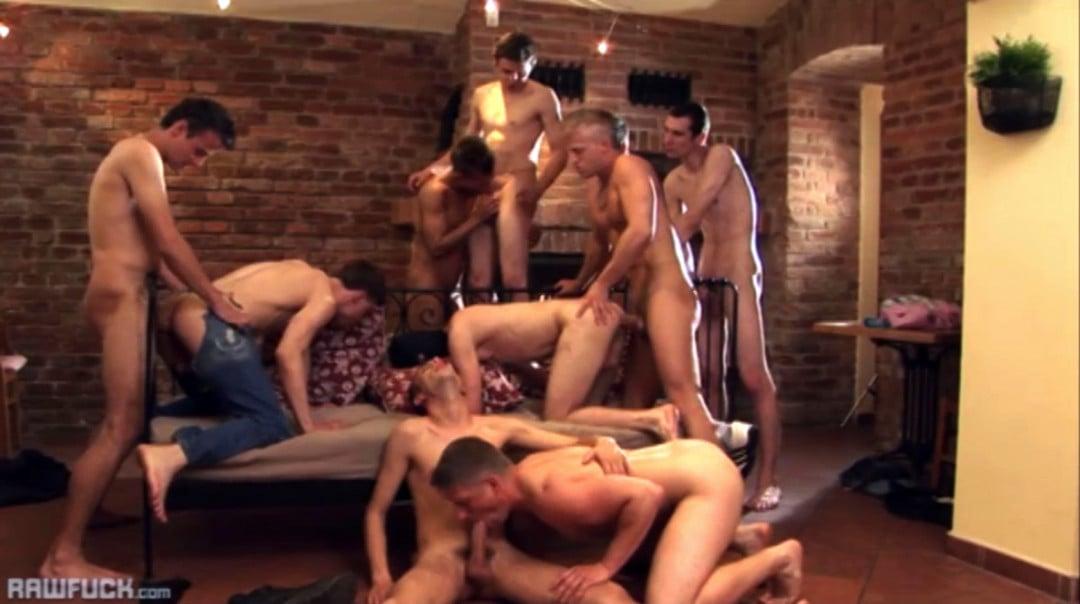 10 jóvenes gays en una orgía