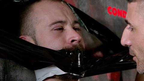 Bâtard barbu sauvagement niqué par Max Toro