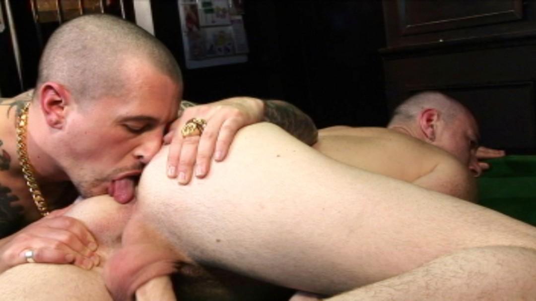 Skin animal fucks his tattooed bud