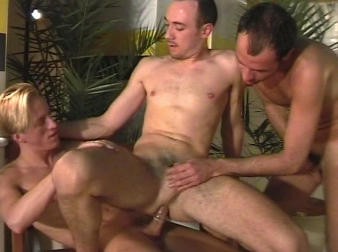 3 mecs jutent comme des porcs au sauna