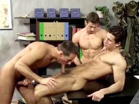 L4901 JNRC clair gay sex militaires 15