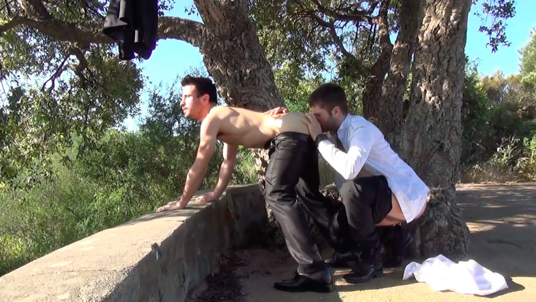 Guillermo gives her wet holes and gets dismantled like a good bitch