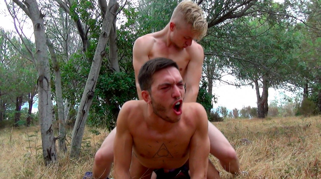 Deep and fuck outdoors for duo of beautiful guys well hung