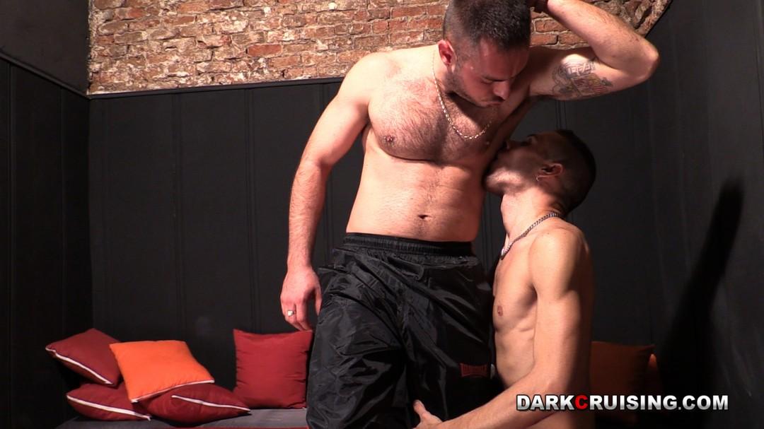 同性恋混蛋被强大的主人弄脏了,暴露了。