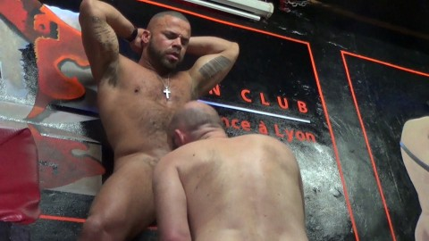 Le sexy KENNETH STIFE dosé par DELTA KOBRA au Men Club de Lyon