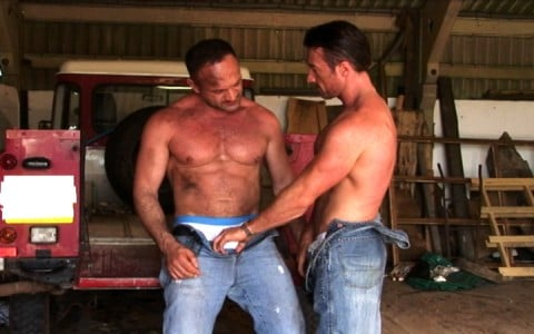 l7301-cazzo-gay-sex-porn-hardcore-alphamales-out-on-the-farm-002