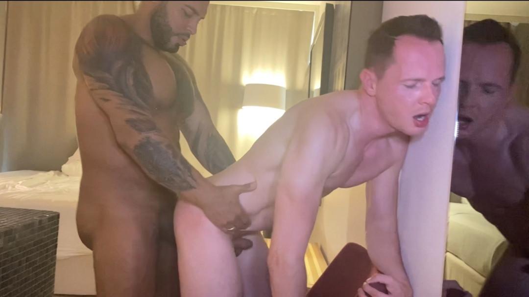 Berlin Gay Sub worships fat gay cock