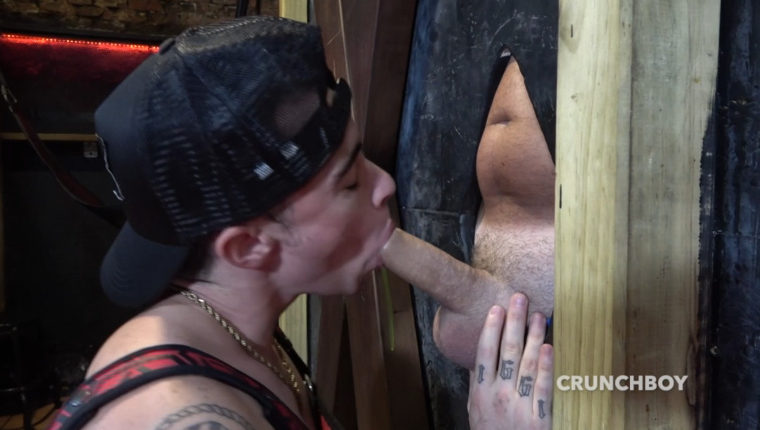 Tranboy Victor DEEX gets stoned by Jess