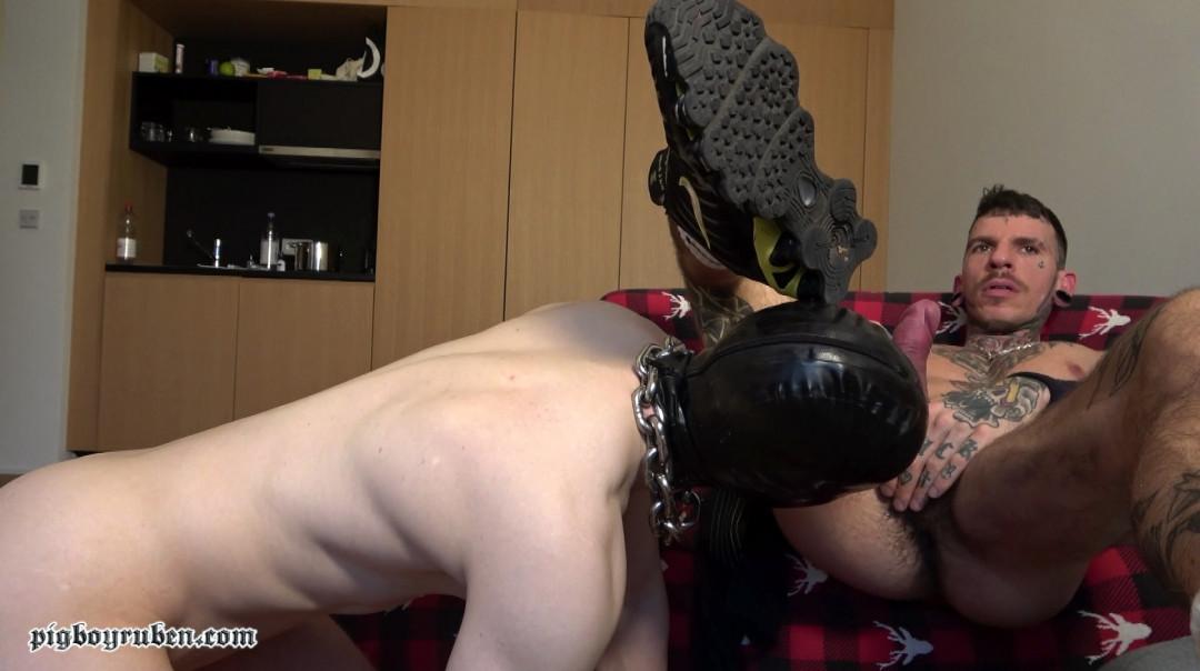 L'esclave toyboy de Pigboy