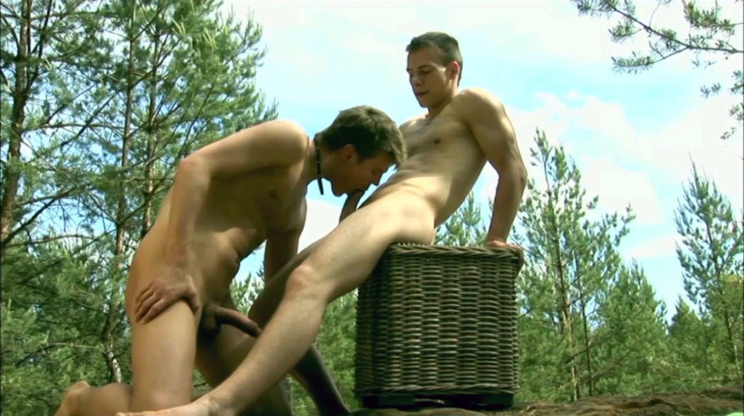 Outdoors gay sex with Danton and Andre