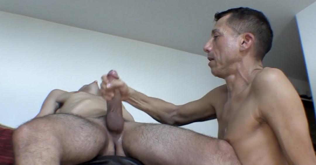 Servicing 2 straight men