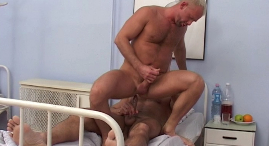 2 gay patients fuck in the hospital