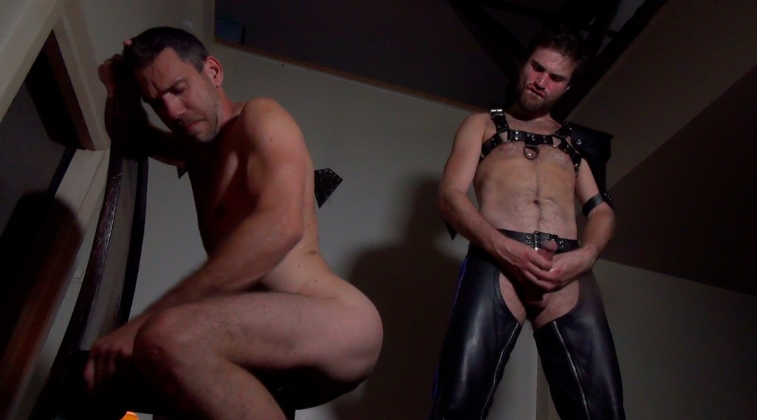 Dark session for a tied up sub