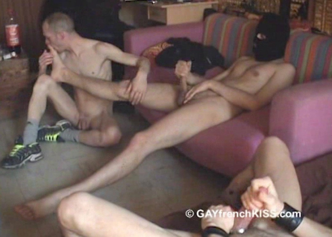 l12402-gayfrenchkiss-gay-porn-hardcore-videos-france-french-porno-amateur-009