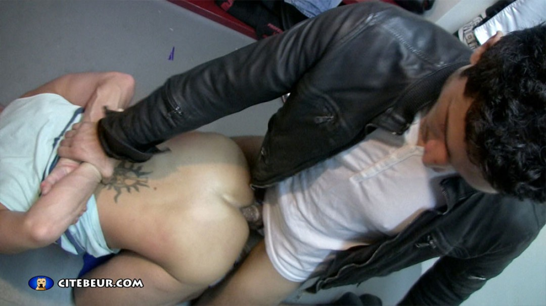 Servicing that white ass