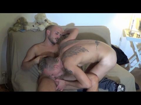 UN jeune footballer fait un casting porno gay