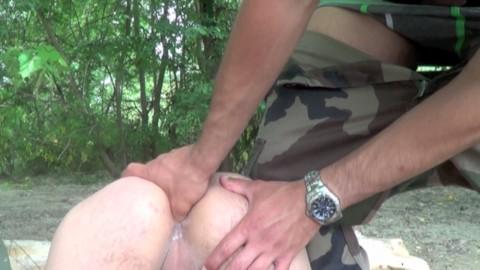 Jeune voyou de toulouse baisé par un militaire no taboo